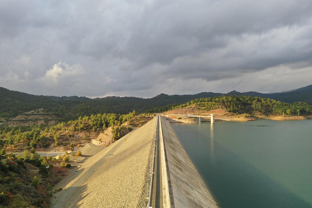 kannaviou-dam-from-above_01