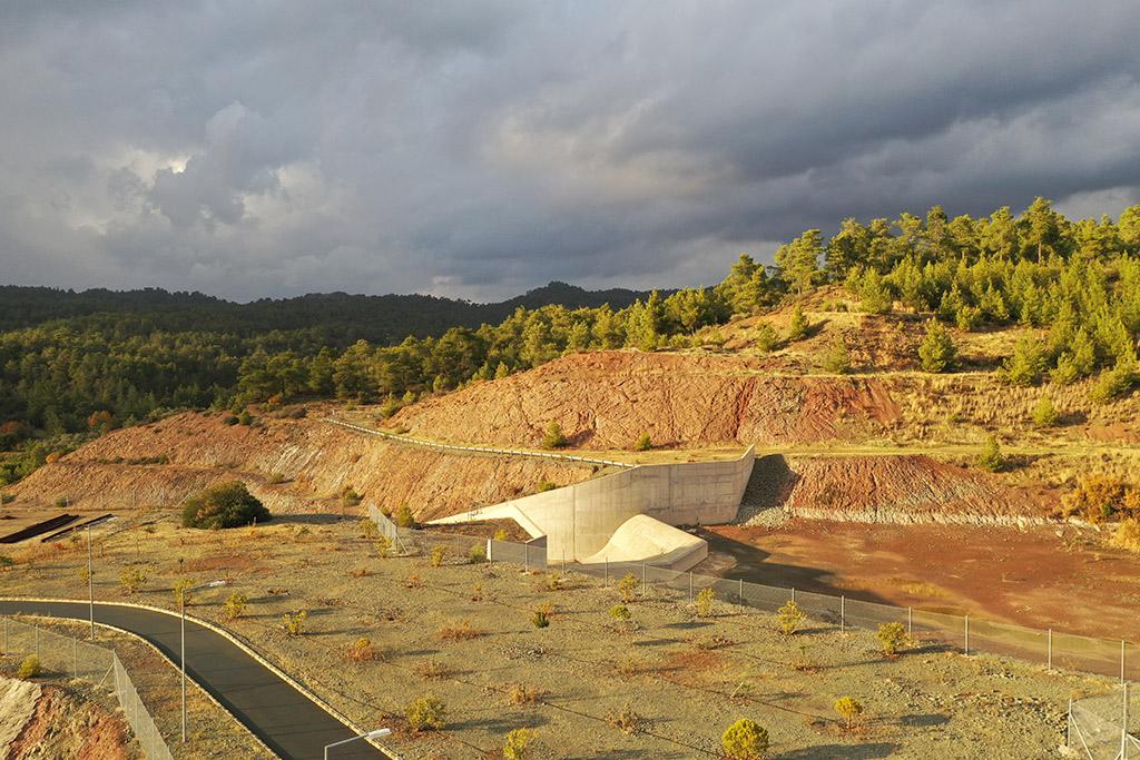 kannaviou-dam-from-above_03