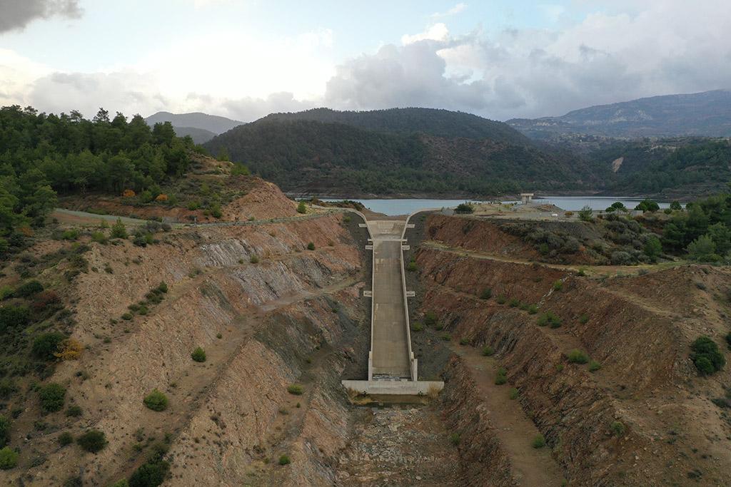kannaviou-dam-from-above_04