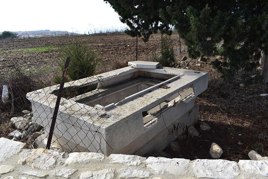 kato-arodes-cemetery_02