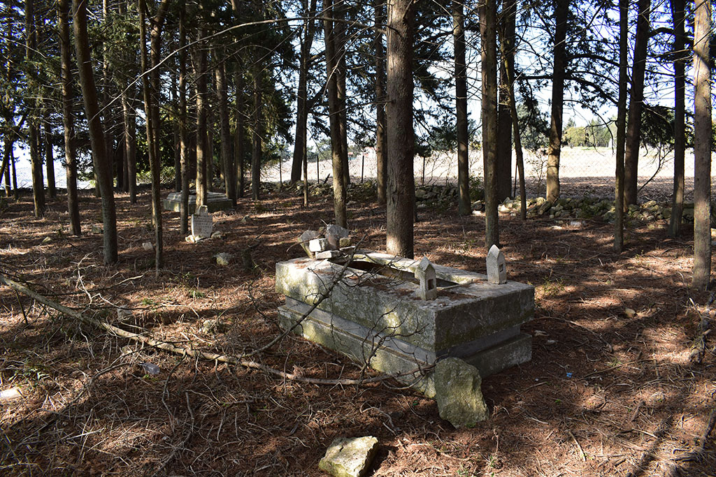 kato-arodes-cemetery_04