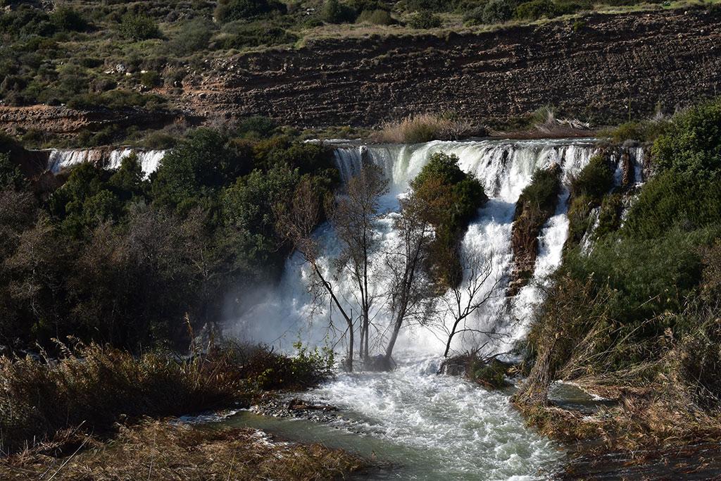 kouris-dam-overflows_07
