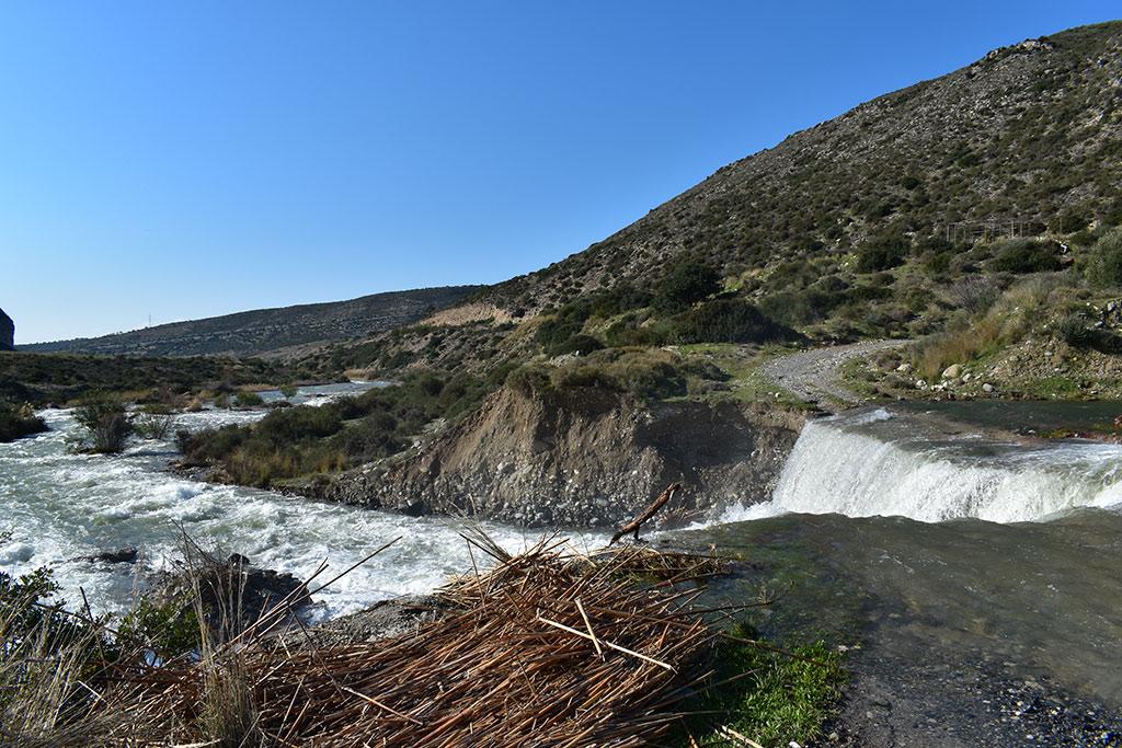 kouris-dam-overflows_08