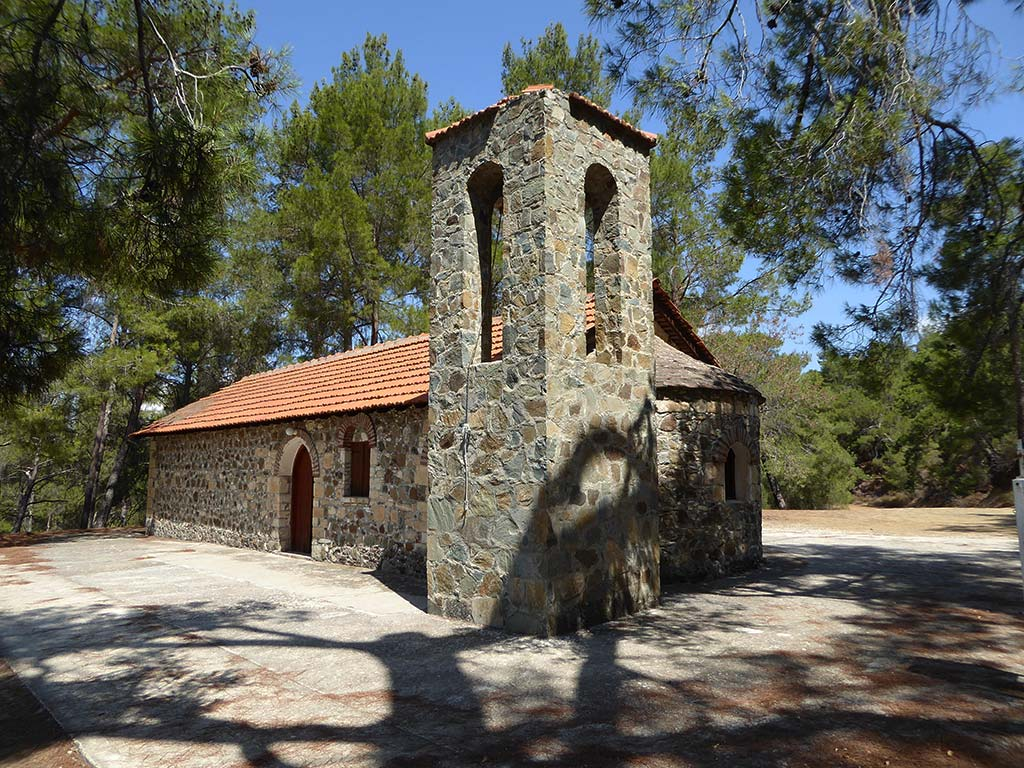 from_kannaviou_to_polis_05_stavros_kratimaton_church_side
