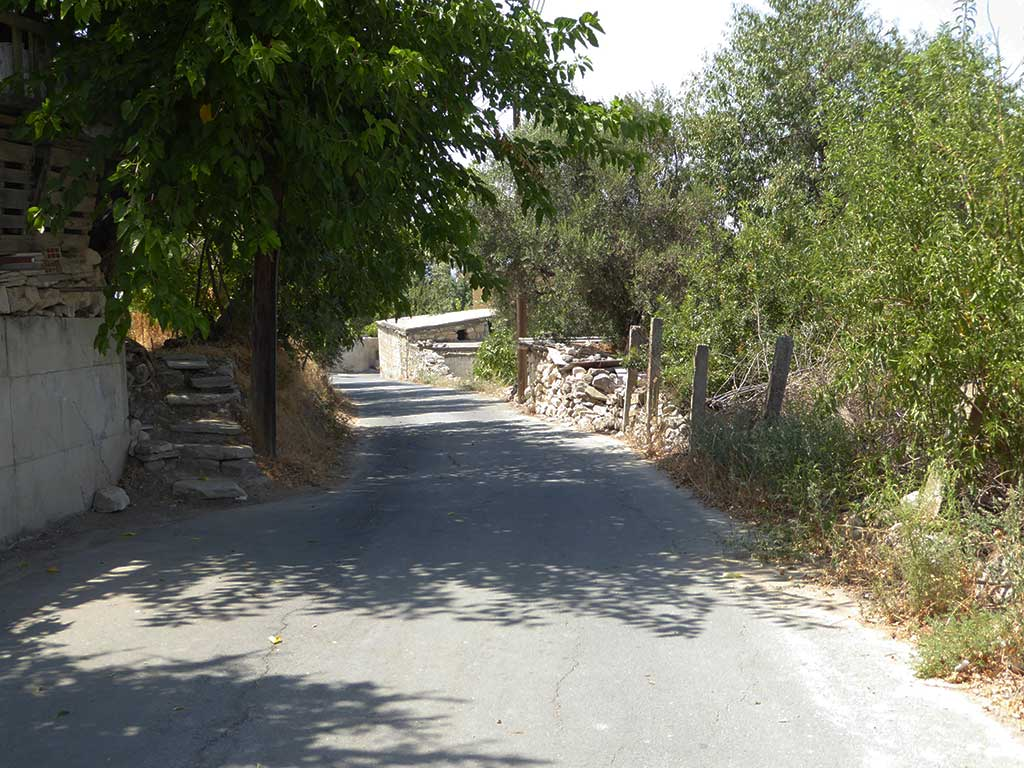 simou_02_village_road