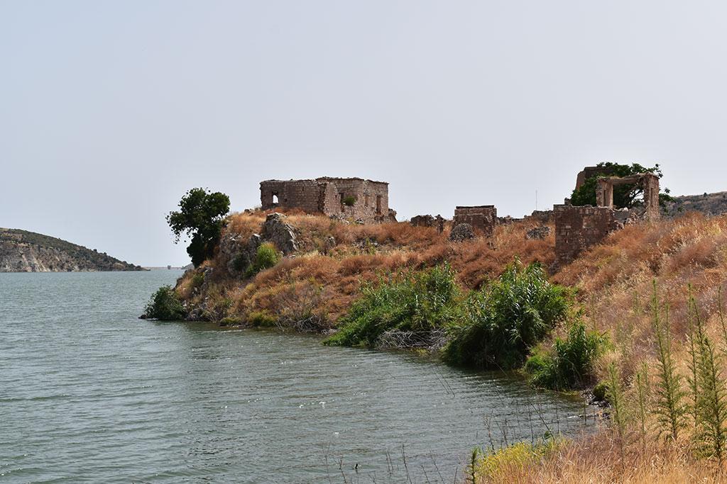 xeros-river-ruins_01