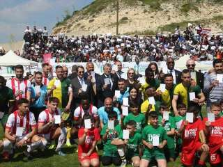 Anastasiades uses bicommunal match to promote shared vision