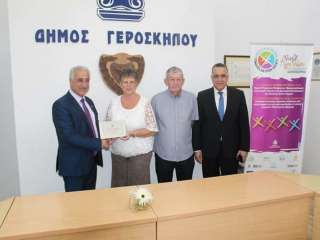 Loyal British holidaymakers honoured by mayor of Geroskipou